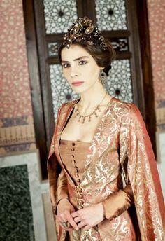Muhteem Yzyl dizisinin Mahidevran Sultan Nur Fettaholu, please follow me,thank you i will refollow you later