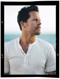 GARY ALLAN. Amazing voice, love him.