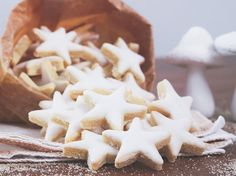 étoiles_amandes_citron_recette_Noël_Dollyjessy_blog_cuisine_h Christmas Biscuits, Christmas Baking, Christmas Cookies, Christmas Star, Xmas, Gluten Free Pastry, Good Food, Yummy Food, French Desserts