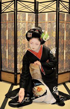 "Maiko Toshikana. Dancing the Japanese traditional dance ""Black hair (Kurokami)""."