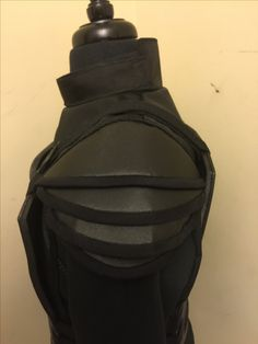 Added the shoulder armor. ( this is shoulder close up) Just need Wings and quiver for the back. Knee, shin, and boot guards as well.. Coming along nicely! Mockingjay Costume, Katniss Costume, Katness Everdeen Costume, Halloween Makeup, Halloween Costumes, Shoulder Armor, Katniss Everdeen, Alexander Skarsgard, Quiver