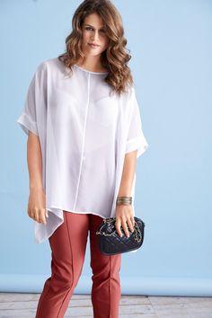 Transparent trägt sich diese schicke Bluse am besten mit einem Spagetti-Top darunter #ullapopken #oversized #bluse #weiss #elegant
