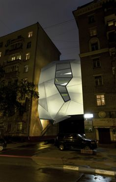 Modern Office Building Parasite Office designed by Arseniy Borisenko and Peter Zaytsev (Za Bor). This Modern Office Building constructed between two buildings in Moscow, Russia. Parasite Architecture, Architecture Design, Amazing Architecture, Contemporary Architecture, Architecture Office, Chinese Architecture, Futuristic Architecture, Office Buildings, Building Architecture