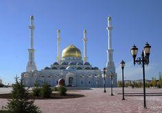 Astana Moschee im Kasachstan Reiseführer http://www.abenteurer.net/3684-kasachstan-reisefuehrer/