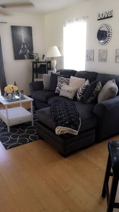 First Apartment Decorating, Apartment Bedroom Decor, Apartment Layout, Apartment Design, Apartment Living, Men Apartment, Decor Home Living Room, Living Room Grey, Small Living Rooms