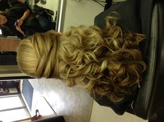Best Quinceanera Hairstyles – The Alpha Style Prom Hairstyles, Quinceanera Hairstyles, Pretty Hairstyles, Formal Hairdos, Traditional Hairstyle, Special Occasion Hairstyles, Voluminous Hair, Love Hair, Bridesmaid Hair