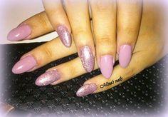 Eleonoras sparkling nails gorgeous!!!!!!!!!!