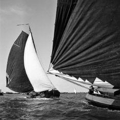 Wedstrijd met Tjalken op de Friese meren in de buurt van Grouw. Foto Cas Oorthuys (1940-1950) fotomuseum - HEMA-