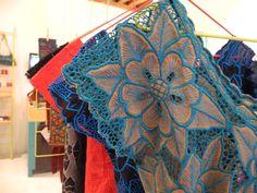 vestido renacimiento, bordado en máquina de pedal en Dzitnup, Yucatán / renacimiento dress, embroidery in pedal machine in Dzitnup, Yucatán #fabricasocial, #mexicanartisans, #artesanasmexicanas, #mexicantextile