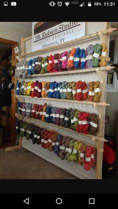Nice way to show all yarns for fiber festivals or indie dyers in yarn shop Vendor Displays, Craft Booth Displays, Market Displays, Display Ideas, Booth Ideas, Sheep And Wool Festival, Craft Fair Table, Yarn Display, Yarn Shop
