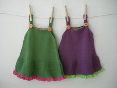 Dress in plain color point fool apron with minivolante in moles in different color and body in jersey fabric. Straps with hook and eye back. Knitting For Kids, Knitting Yarn, Baby Knitting, Love Crochet, Crochet Baby, Knit Crochet, Baby Patterns, Knitting Patterns, Tricot Baby