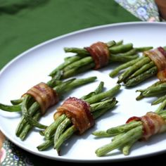 Green bean bundles with bacon and brown sugar - an easy but impressive dinner party (or Thanksgiving!) side.