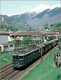 Ae 10811 am 1983 Ausfahrt Bellinzona Süd. Swiss Railways, Electric Locomotive, Cable, Locomotive, Swiss Guard, Model Train, Metal, Cabo, Cords