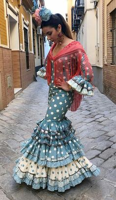 Outfits For Mexico, Long Formal Gowns, Spanish Style, Traditional Outfits, Plus Size, Style Inspiration, Costumes, Flamenco Dresses, My Style