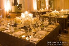 How to make these centrepieces work for a round table :  wedding Elegant Wedding Decoration Ideas For Ceremony In Museum