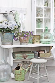 Shabby to Chic: Five Ways to Revamp and Modernize Your Shabby Chic Room - Sweet Home And Garden Shabby Chic Homes, Shabby Chic Decor, Vintage Decor, Rustic Decor, Farmhouse Decor, Farmhouse Style, Country Chic Decor, Coastal Farmhouse, Vintage Ideas
