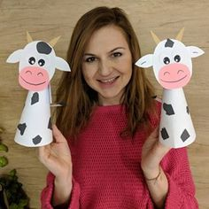 Image may contain: 1 person Farm Animal Crafts, Animal Crafts For Kids, Summer Crafts For Kids, Toddler Crafts, Art For Kids, Kindergarten Crafts, Preschool Crafts, Easter Crafts, Cow Craft