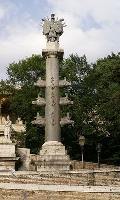 Rom Piazza del Popolo, Fontana della Dea Roma, Trophäensäule (Fountain of the Goddess Roma, trophy column)   Flickr - Photo Sharing!