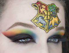 Harry Potter Crest makeup art Harry Potter Crest, Harry Potter Girl, Images Harry Potter, Harry Potter Style, Harry Potter Makeup, Harry Potter Cosplay, Face Paint Makeup, Makeup Art, Maquillage Harry Potter