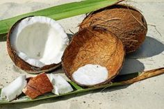 How Coconut Cracked? Very Easy 5 Different Methods – Practical Tips – Delicious Recipes - Nutella Best Coconut Milk, Coconut Oil Health Benefits, Beneficios Do Coco, Nutella, Kids Cooking Activities, Manger Healthy, Comida Diy, Cooking Bowl, Coconut Recipes