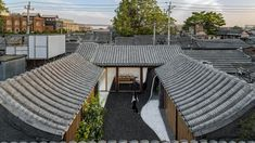World Architecture Community News - Archstudio creates continuous movement in the renovation of traditional Chinese courtyard house Chinese Courtyard, Ancient Chinese Architecture, Japanese Architecture, Peking, Brick Paving, Casa Patio, Temporary Structures, Courtyard House, Outdoor Flooring