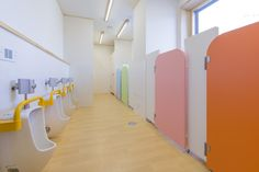 【アーキビジョン21の大型建築】東京都足立区に幼稚園を建築しました!|新着情報・キャンペーン情報|アーキビジョン21 University Interior Design, Kids Restaurants, School Cafe, Kids Toilet, Kindergarten Design, Kids Cafe, Restroom Design, Playground Design, Toilet Design