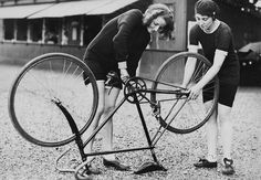 CYCLIST WOMEN - 1930