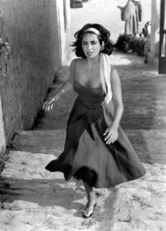 Elizabeth Taylor Probably one of the most beautiful women in the world. Vintage Hollywood, Hollywood Glamour, Classic Hollywood, Hollywood Icons, Look Vintage, Vintage Beauty, Vintage Fashion, Divas, Classic Beauty