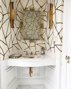 Impeccable style everywhere you look Powder Room Decor, Powder Room Design, Modern Powder Rooms, Modern Room, Bathroom Inspiration, Home Decor Inspiration, Bathroom Ideas, Stand Alone Tub, Powder Room Wallpaper
