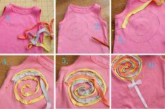 """Disney - RUFFLESANDSTUFF: Para fazer um lolly scrappy:  1. Corte tiras de 0,5 """"t-shirt de malha em três cores diferentes.   2. Desenhe seu pirulito na parte da frente da camisa com.   3. Pin a primeira cor de e costurar para sua camisa ao longo do atraídos linhas.   4. Pin e costurar a próxima cor ao lado do primeiro.   5. Repita para a terceira cor.   6. Termine costura em alguns centímetros de fita com as bordas cruas dobradas embaixo e um laço de fita ou tule."""