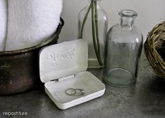 Reposhture: Aging a metal shelf using Lysol toilet bowl cleaner!