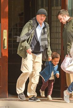Robert De Niro enjoys NY outing with daughter Helen Grace Celebrity Babies, Celebrity Couples, Celebrity Pictures, Celebrity News, Al Pacino, Hunter Movie, Montgomery Clift, Anne Bancroft, Face The Music