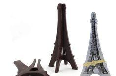 Tour Eiffel en chocolat noir en 3D composé de deux faces.