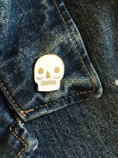 Skull Lapel pin! Perfect for the skull lover. Rock your skull pin on ANYTHING: denim jacket, tote bag, scrubs, lanyard, or your backpack Details:
