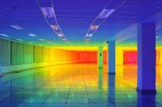 regenboog-lichtinstallatie van Liz West