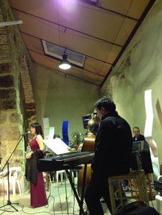 """Preestrena del nostre """"Tribute to Ella"""". A l'Espai la Llotgeta, del nostre amic Rafa Amorós, Eva i Fun Jazz participàrem en la cloenda d'un acte de lectura de poesia anomenat """"Nits a la vora del foc"""". Férem 8 dels temes que havíem estat assajant. Malgrat els nervis, va anar bastant bé. (Albaida, 28-12-2012)"""