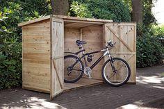 Fietsberging Westerwald met de afmetingen 200 x 90 x 150 cm van geimpregneerd grenen hout biedt ruimte voor het opbergen van fietsen. Gadero productnummer: DE8103