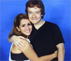 Alfie Allen with a fan at the Puerto Rico Comic World Con (11/19/2016)