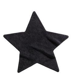 Sternförmiger Teppich aus weichem Baumwollfrottee mit Antirutschbeschichtung. Durchmesser ca. 105 cm.