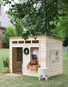 Free Plans to Help You Build a Playhouse for the Kids: Easy Playhouse Plan from The House of Wood Wooden Playhouse Kits, Kids Playhouse Plans, Backyard Playhouse, Build A Playhouse, Kids Indoor Playhouse, Pallet Playhouse, Cubby Houses, Play Houses, Simple Playhouse
