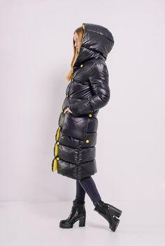 Черно-желтый пуховик с капюшоном Lilo. Купить в Lilo - производитель женской одежды: пальто, платье, сарафан, брюки