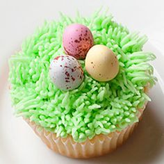 Grass and Egg Easter Cupcakes - easy, fun and festive Easter baking idea.