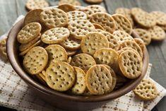 Baked Multigrain Mathri Recipe with Italian Flavors Dry Snacks, Savory Snacks, Mathri Recipe, Crazy Cookies, Homemade Crackers, Healthy Crackers, Snack Mix Recipes, Tea Time Snacks, Multigrain
