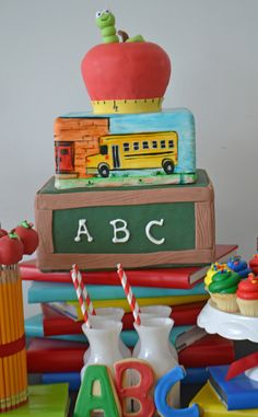 Cours Cake Design Toulouse : 1000+ images about School cakes on Pinterest School cake ...