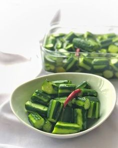 BBQに持っていくと必ず喜ばれます!大人気さっぱりきゅうり♡ by 松山絵美 「写真がきれい」×「つくりやすい」×「美味しい」お料理と出会えるレシピサイト「Nadia | ナディア」プロの料理を無料で検索。実用的な節約簡単レシピからおもてなしレシピまで。有名レシピブロガーの料理動画も満載!お気に入りのレシピが保存できるSNS。 Asian Recipes, Beef Recipes, Cooking Recipes, Vegetable Dishes, Vegetable Recipes, Vegan Meal Prep, Vegan Thanksgiving, Vegan Kitchen, Food Menu