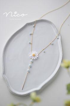 Fabric Jewelry, Diy Jewelry, Jewelery, Jewelry Making, Crochet Ornaments, Crochet Crafts, Crochet Flower Tutorial, Crochet Flowers, Diy Shrink Plastic Jewelry