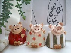 prasátečko / Zboží prodejce elf | Fler.cz Ceramic Animals, Clay Animals, Pig Crafts, Diy And Crafts, Slab Pottery, Ceramic Pottery, Drawing Anime Hands, Polymer Clay Recipe, Clay Owl