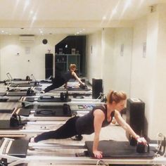 A modified variation of the snake (too difficult for me to do these days!) I use a blue spring but you can use heavier to make it easier or lighter to make it harder.  #reformerpilates #fitgirl #fitness #pilates #bootcamp #fitmom #weightlossjourney #fit4l