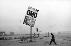Santu Mofokeng, Winter in Tembisa, photographie noir et blanc, 100 x 150 cm. Courtesy of Lunetta Bartz; University Of The Witwatersrand, Muse, Venice Biennale, Paris Ville, Black N White Images, African History, African Culture, City Photography, The Guardian