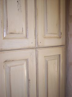How to: Paint cabinets (secrets from a professional). All the tips and tricks you will ever need to know, straight from a faux painter. Antiqued (glazed), white crackle finish on cabinets.  Theraggedwren.blogspot.com